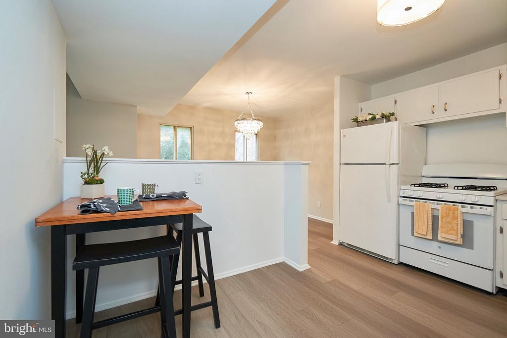 Room for a Kitchen Table! - 5009 7TH RD S #102, ARLINGTON