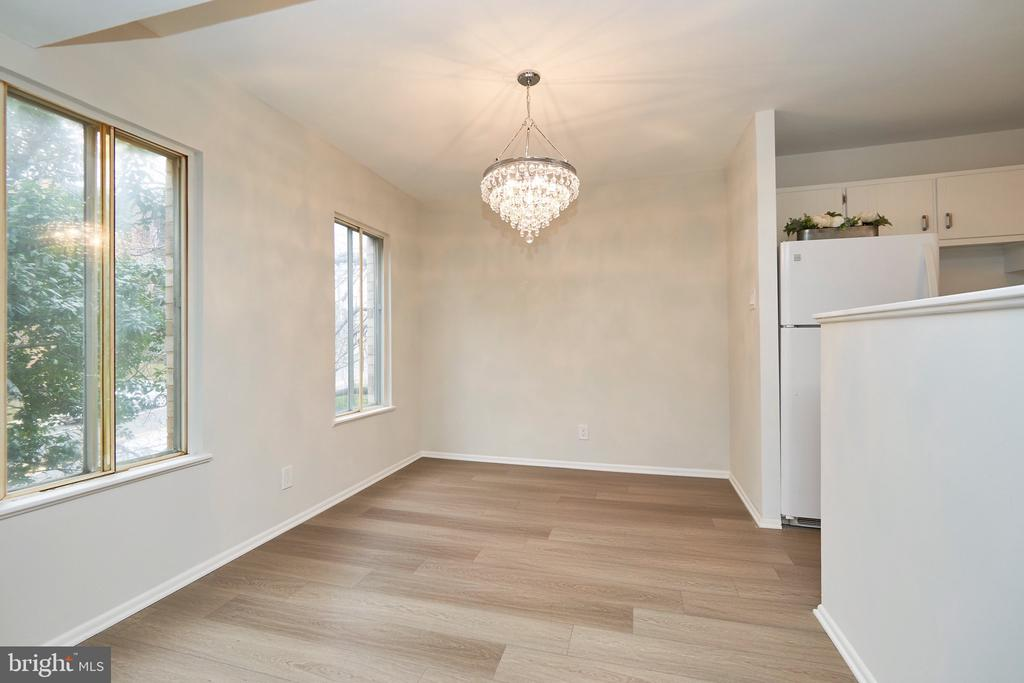 Tons of Light in this Airy Condo. - 5009 7TH RD S #102, ARLINGTON