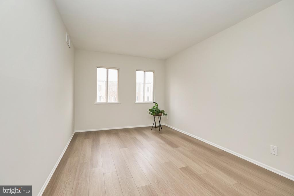 Bedroom #2 with Natural Light. - 5009 7TH RD S #102, ARLINGTON