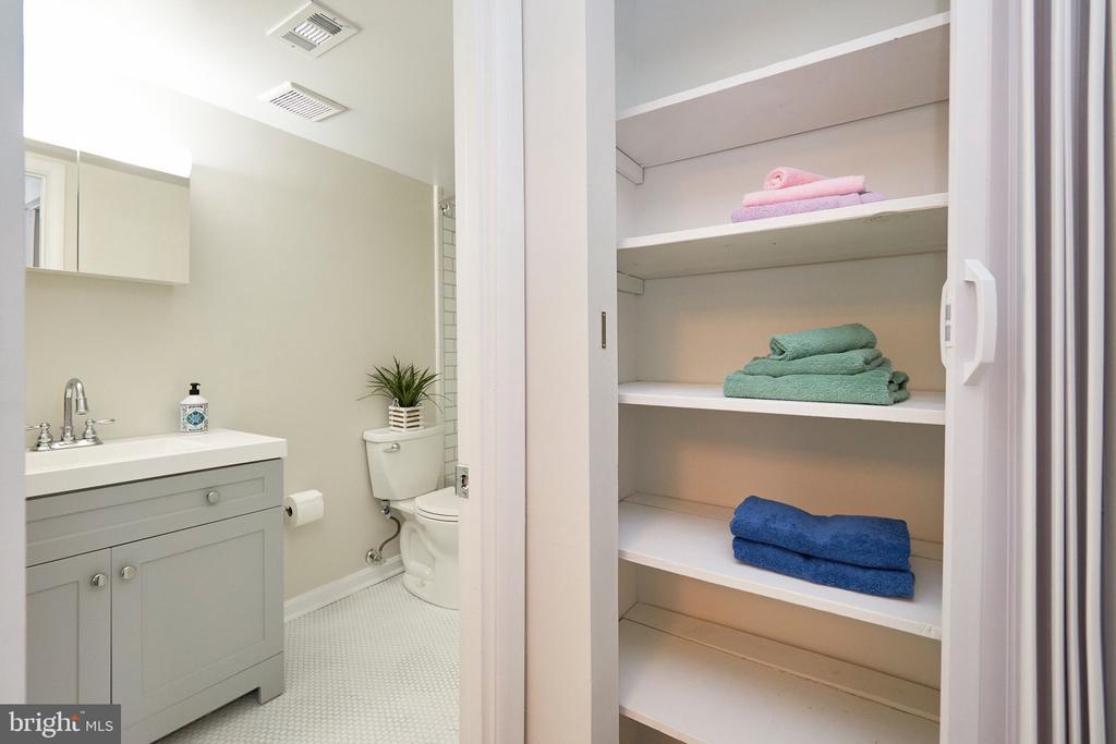 Linen closet in Hallway outside Main Bathroom. - 5009 7TH RD S #102, ARLINGTON
