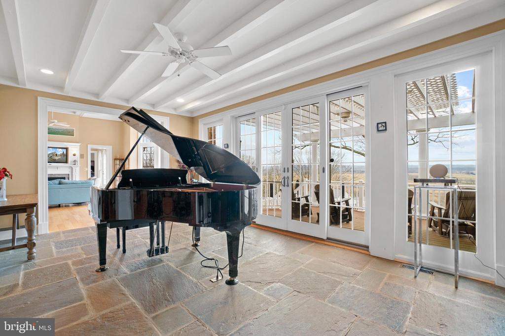Sunroom with Piano for Entertaining - 40543 COURTLAND FARM LN, ALDIE