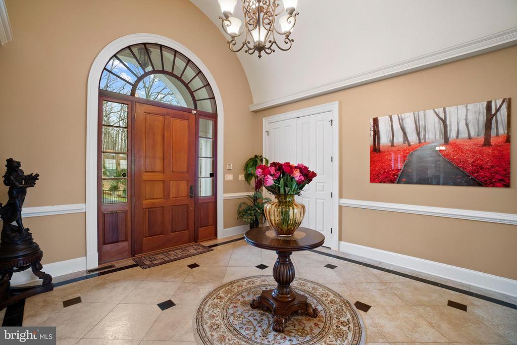 Big open spacious foyer - 40543 COURTLAND FARM LN, ALDIE