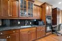 Double Oven / Lot of Counter Space - 40543 COURTLAND FARM LN, ALDIE