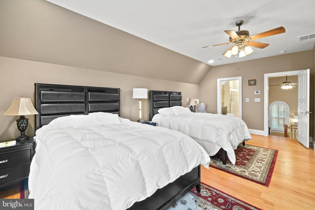One of the 9 Bedroom's - 40543 COURTLAND FARM LN, ALDIE