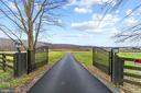 Private gate into Courtland Farm - 40543 COURTLAND FARM LN, ALDIE