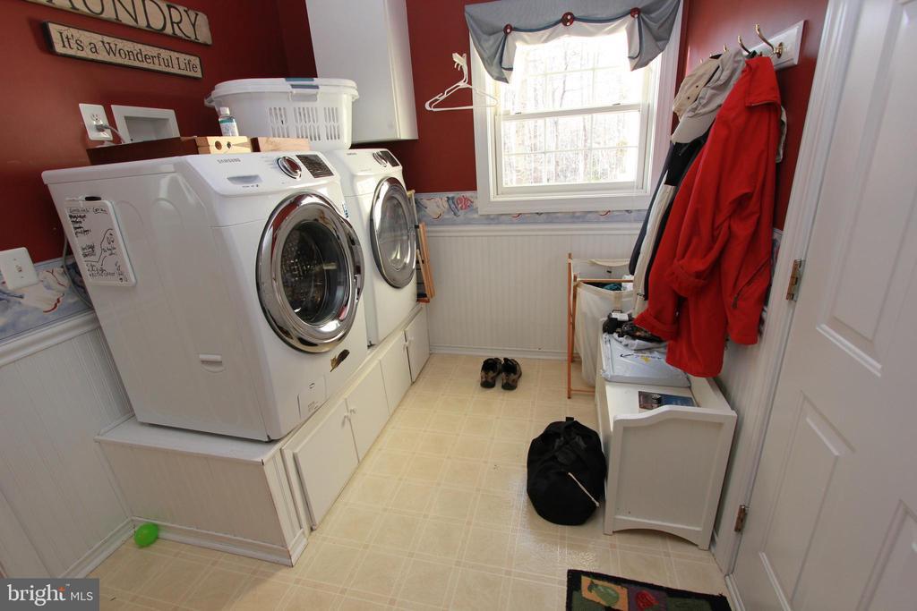 Main Level Laundry - 6951 JEREMIAH CT, MANASSAS