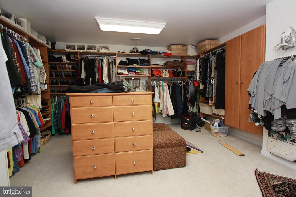 Owners Suite  Closet - 6951 JEREMIAH CT, MANASSAS