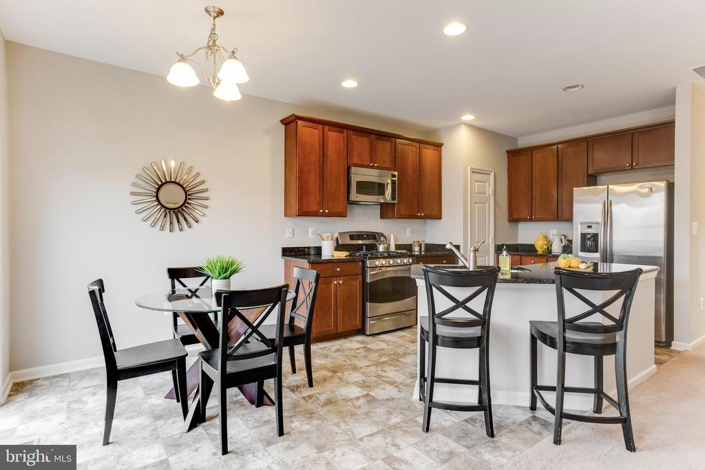 Kitchen and Breakfast Nook - 156 EXECUTIVE CIR, STAFFORD