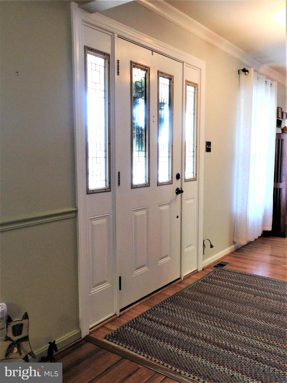 FOYER: CROWN MOLDING, STEEL DOOR WITH SIDELIGHTS - 333 CARDINAL GLEN CIR, STERLING