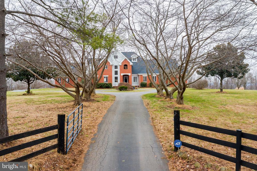Welcome home! - 38853 MOUNT GILEAD RD, LEESBURG