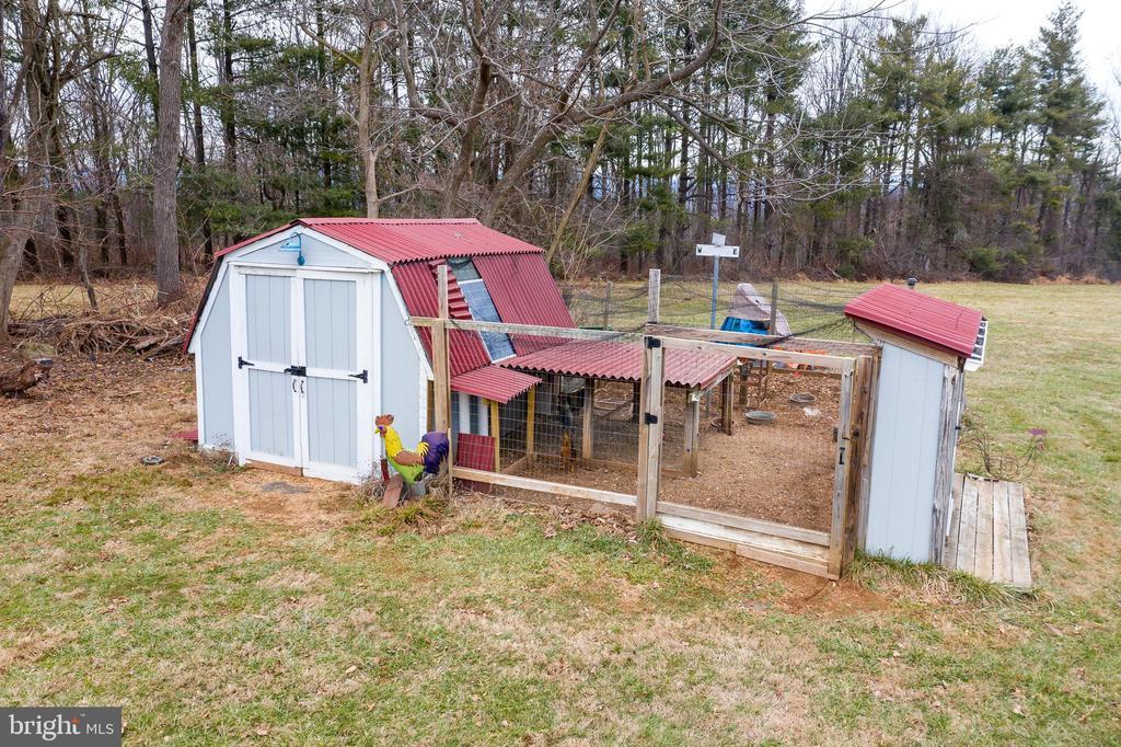 Chicken coop - 38853 MOUNT GILEAD RD, LEESBURG