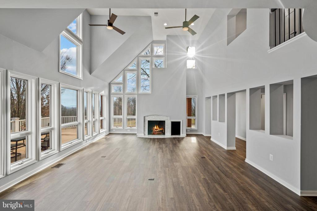 Wood burning fireplace, Carrara Marble surround - 38853 MOUNT GILEAD RD, LEESBURG