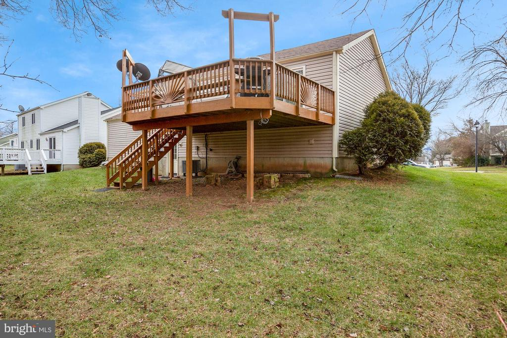 Deck w/stairs to ground level - 3862 BEECH DOWN DR, CHANTILLY