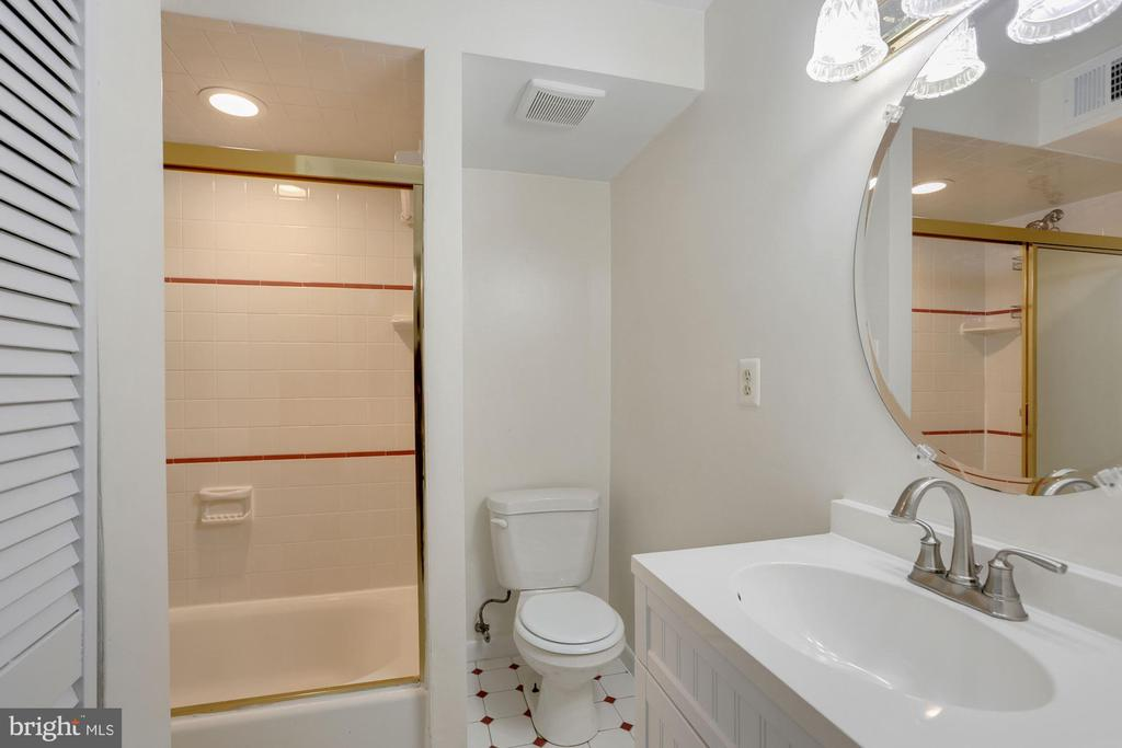 Lower Level Bathroom 3 - 3862 BEECH DOWN DR, CHANTILLY