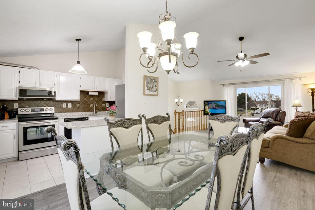 Dining/Kitchen Combo - 3862 BEECH DOWN DR, CHANTILLY