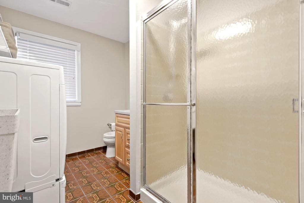 Full bath on lower level - 3145 14TH ST S, ARLINGTON