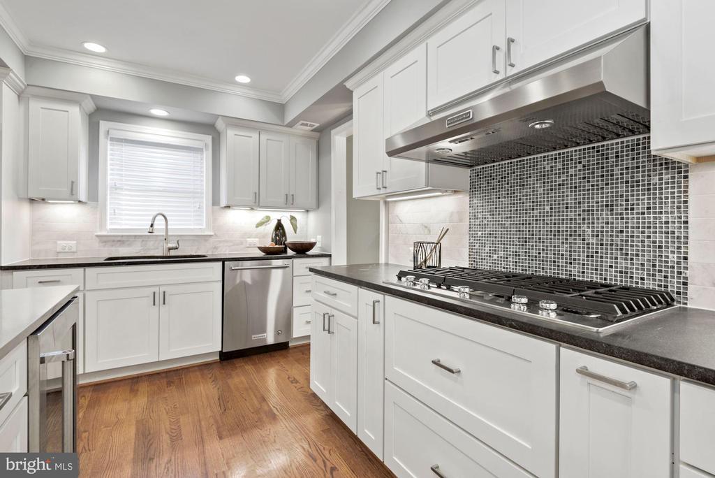 5-burner gas cooktop - 3145 14TH ST S, ARLINGTON