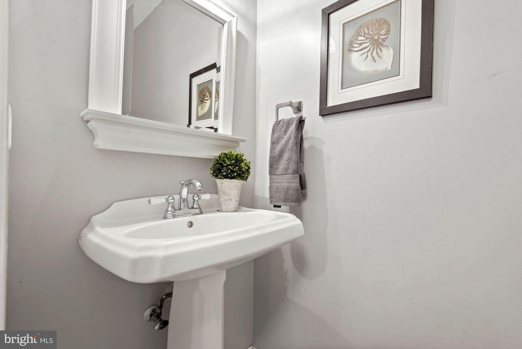 Convenient half bath on main level - 3145 14TH ST S, ARLINGTON