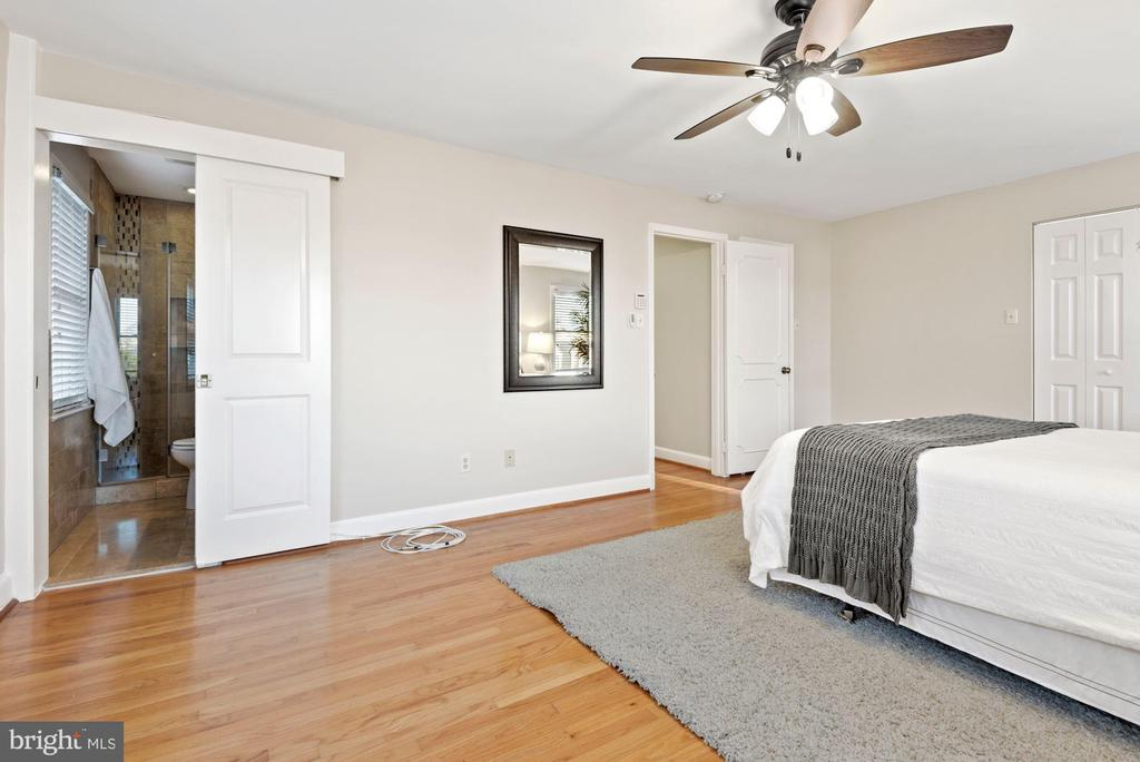 Primary Bedroom with ensuite bath - 3145 14TH ST S, ARLINGTON