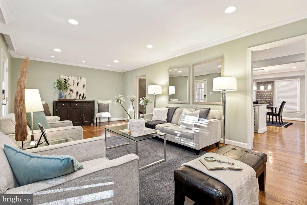 Spacious Living Room - 3145 14TH ST S, ARLINGTON