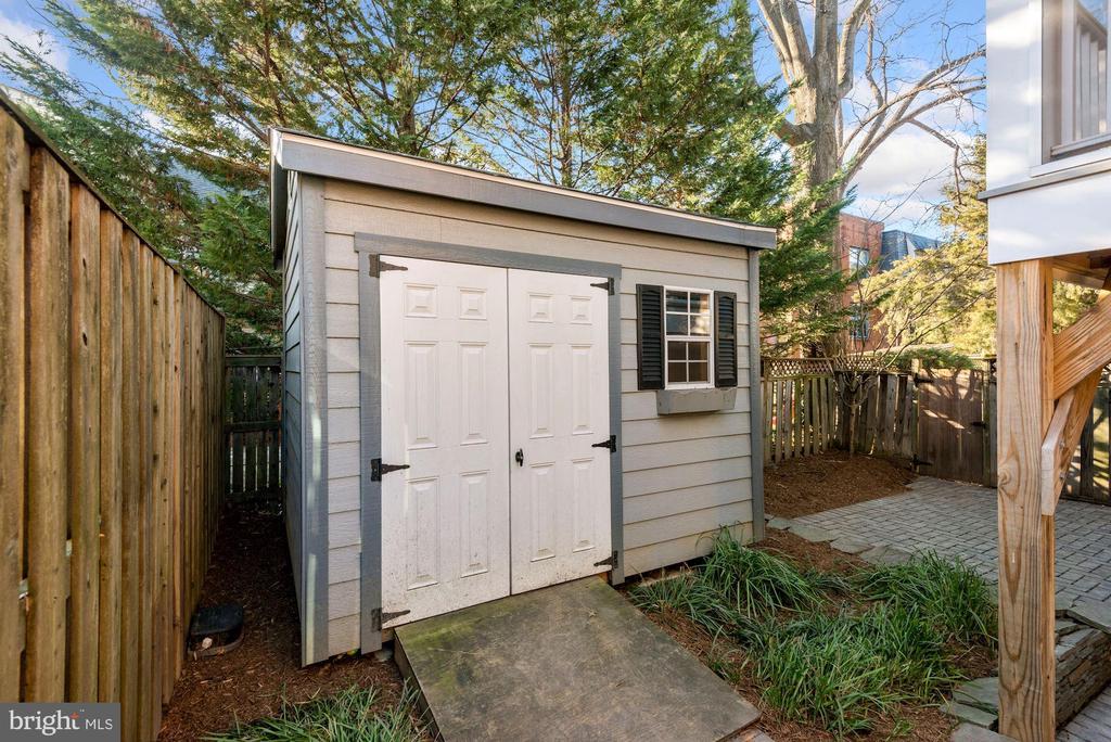 Storage shed - 3145 14TH ST S, ARLINGTON
