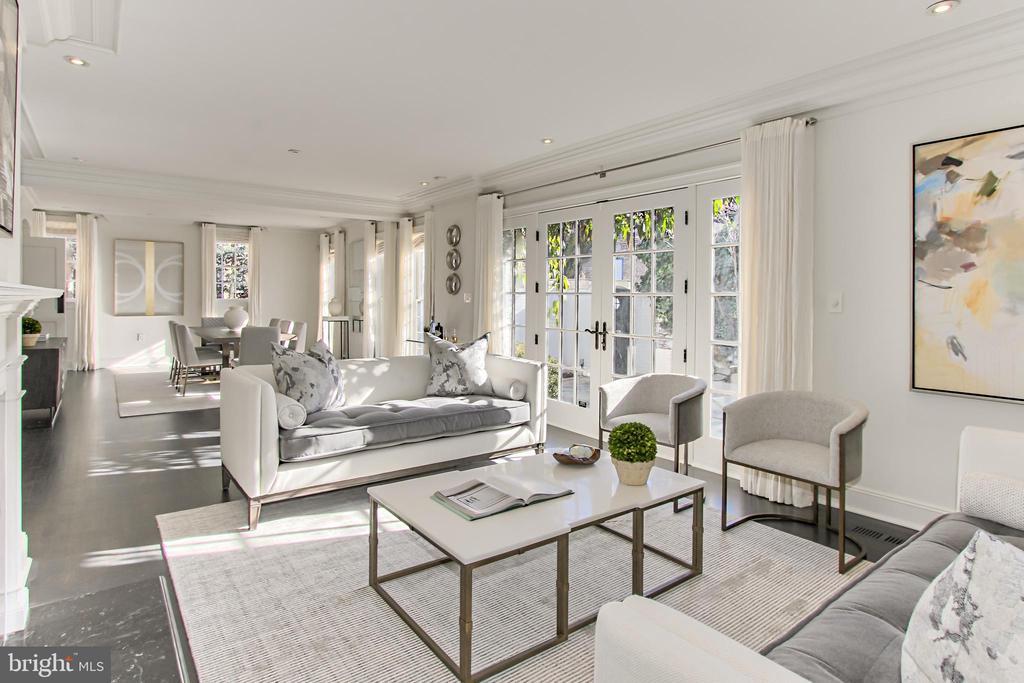 Expansive Entertaining Area opens to Large Terrace - 2816 O ST NW, WASHINGTON