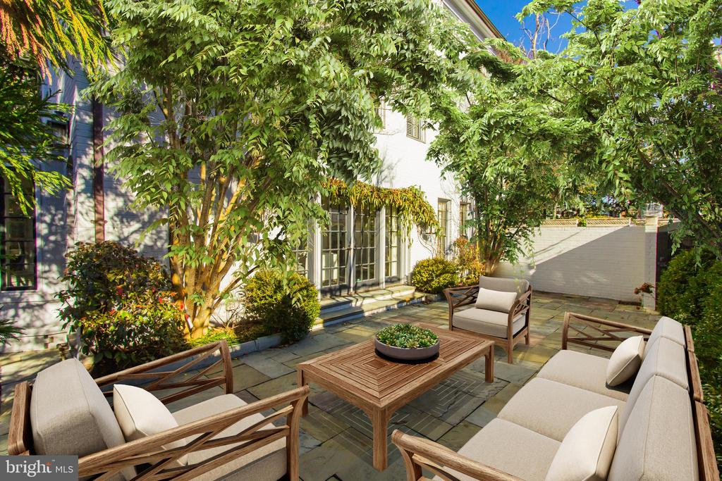 Seamlessly Blending Indoor-Outdoor Living - 2816 O ST NW, WASHINGTON