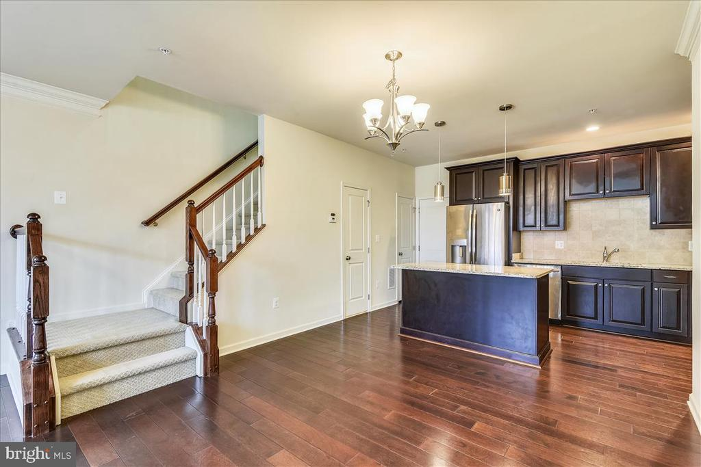 Hardwood floors cover the entire main level - 43137 WEALDSTONE TER, ASHBURN