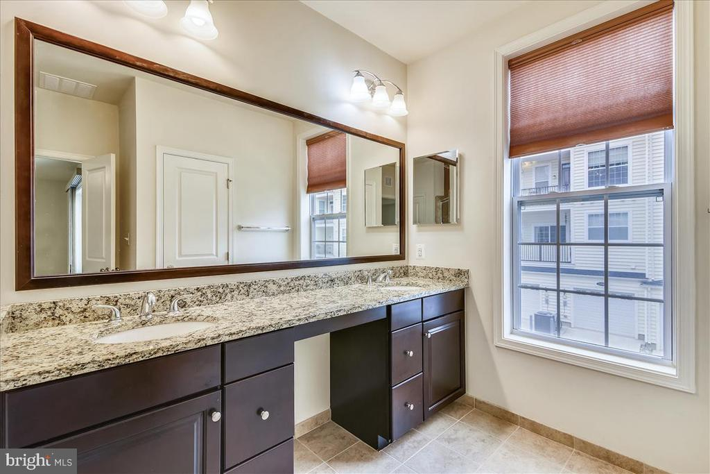 Lots of counter space on this vanity with 2 sinks - 43137 WEALDSTONE TER, ASHBURN