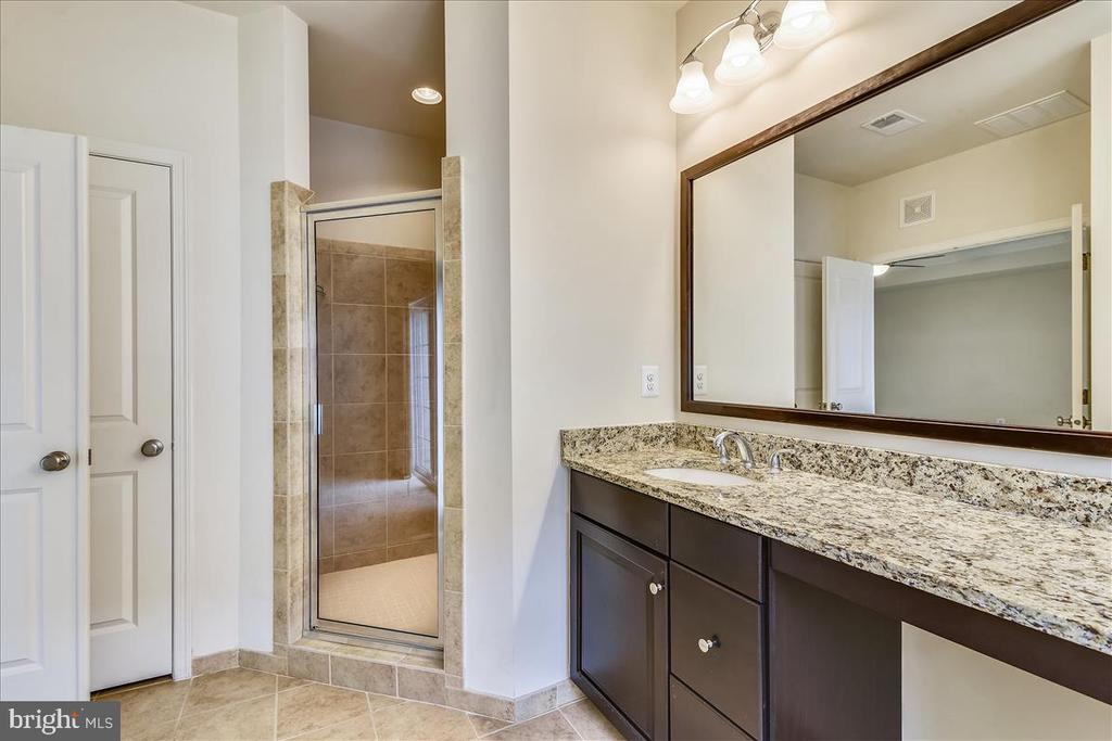 Check it out! The shower has 2 shower heads. - 43137 WEALDSTONE TER, ASHBURN