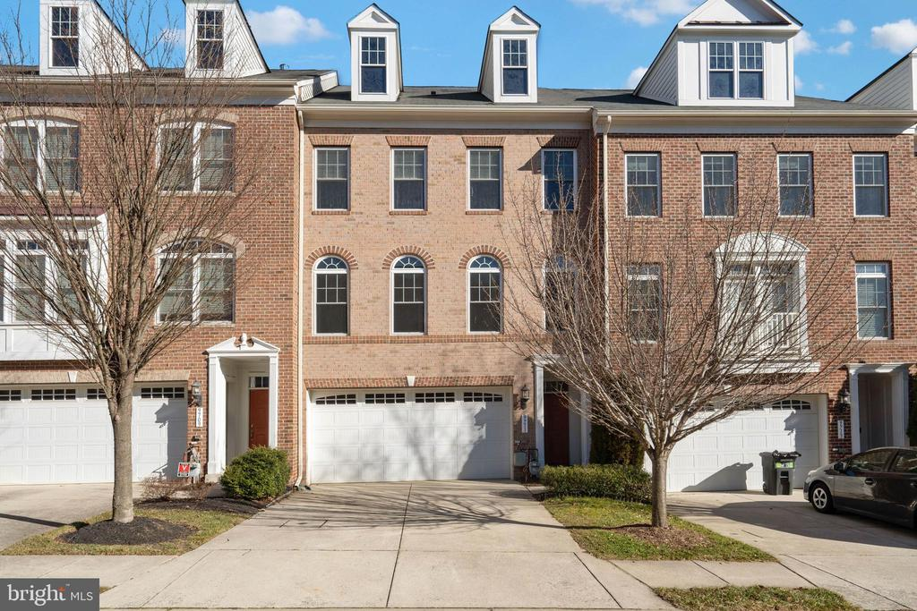 MLS MDHW289380 in EMERSON