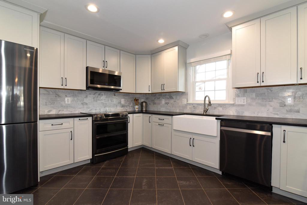 Brand New Gourmet Kitchen with  new appliances - 19876 RIDERS SUCCESS LANE LN, LEESBURG