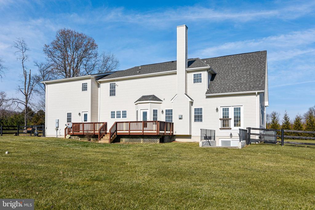 Rear view of home - 37195 KOERNER LN, PURCELLVILLE