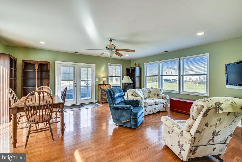 Guest House with Hardwood Flooring - 37195 KOERNER LN, PURCELLVILLE