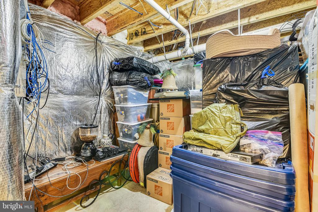 Unfinished Storage - 37195 KOERNER LN, PURCELLVILLE