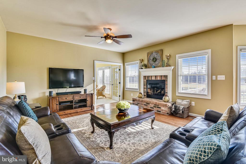 Family Room with Fireplace - 37195 KOERNER LN, PURCELLVILLE