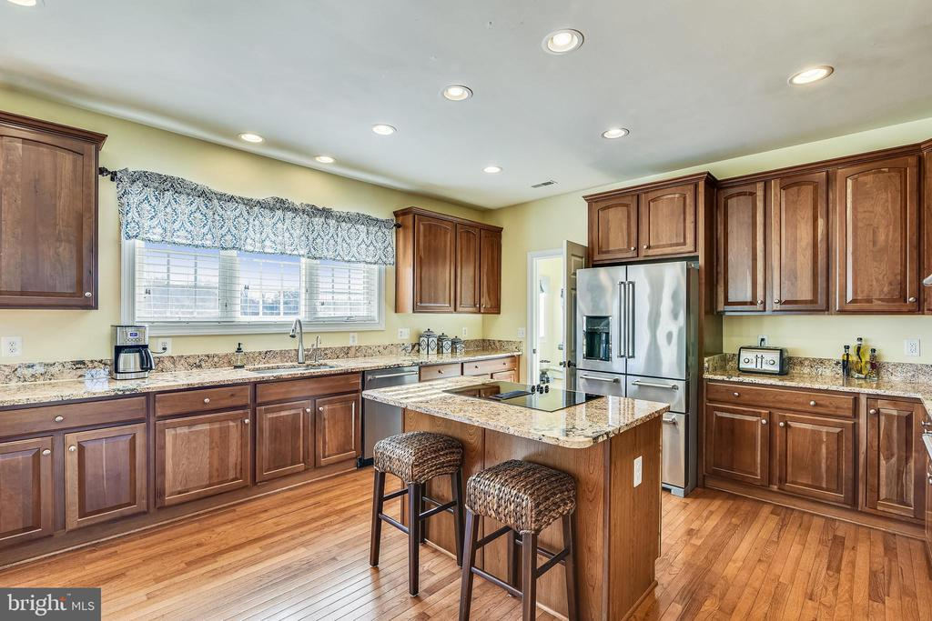 Kitchen with Granite Countertops - 37195 KOERNER LN, PURCELLVILLE