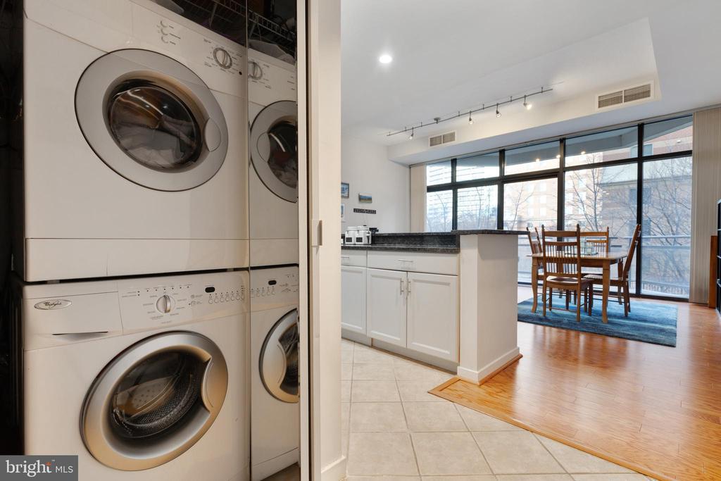 Full Size Washer/Dryer - 1530 KEY BLVD #130, ARLINGTON
