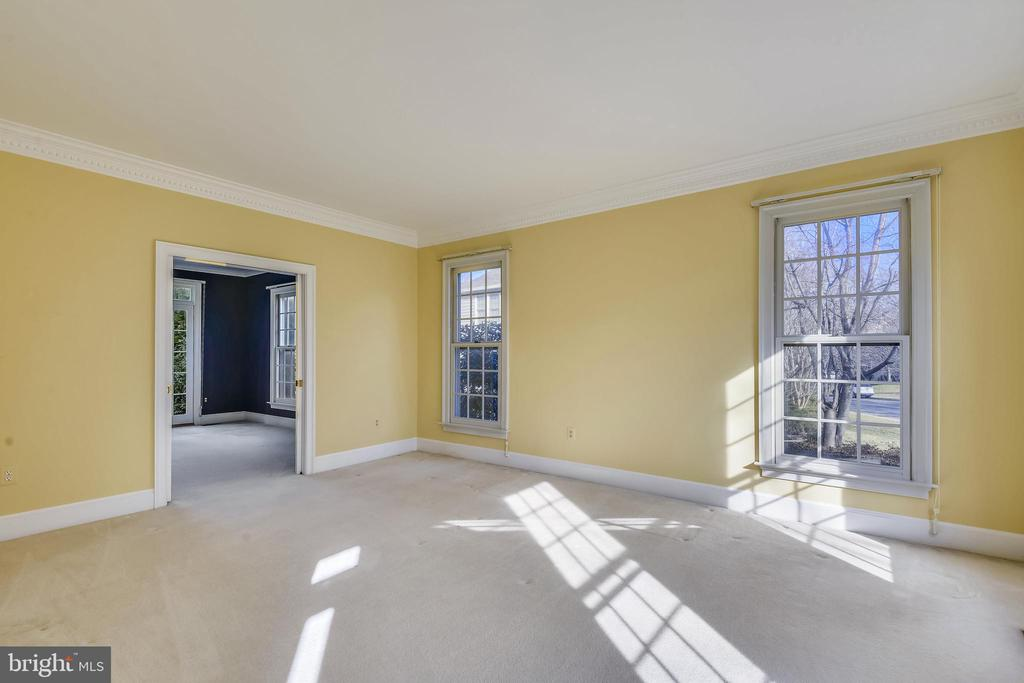 Living Room with pocket doors that lead to Study - 514 MEADE DR SW, LEESBURG