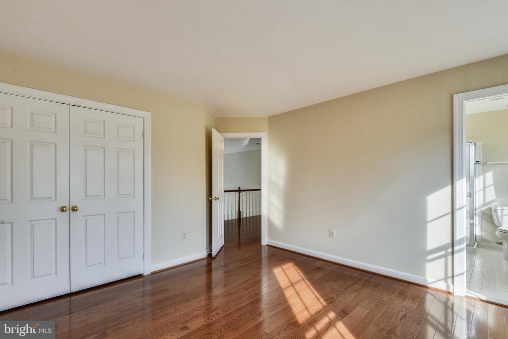 Bedroom with private bathroom - 514 MEADE DR SW, LEESBURG