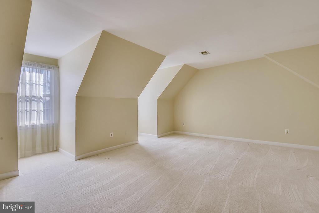 Master Bedroom (Sheers convey) - 514 MEADE DR SW, LEESBURG