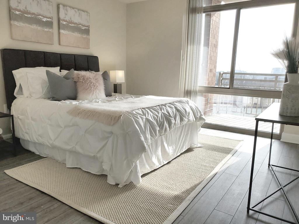 Sun-drenched Primary Bedroom - 3650 S GLEBE RD #464, ARLINGTON