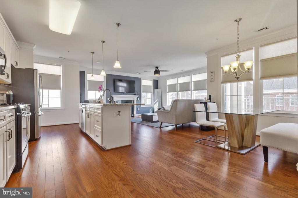 Open floor plan allows so much light! - 3160 JOHN GLENN ST #308, HERNDON