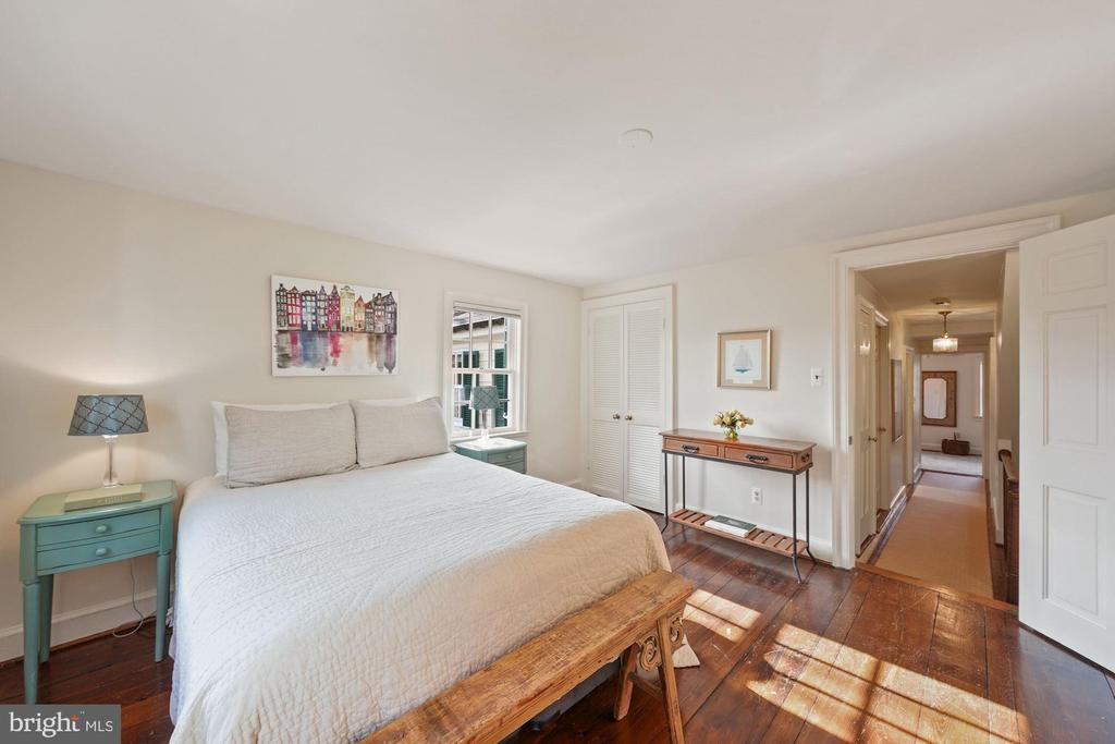 Original hardwood floors and pretty garden views - 639 S SAINT ASAPH ST, ALEXANDRIA