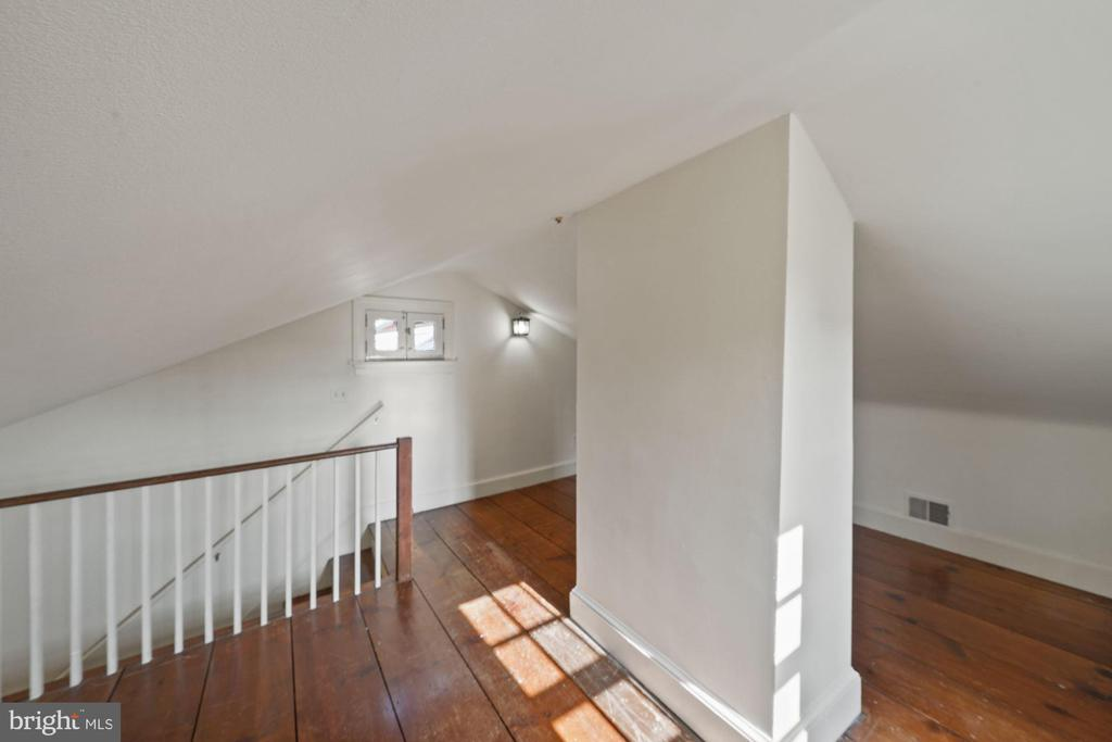 Top floor walk in attic with extended storage - 639 S SAINT ASAPH ST, ALEXANDRIA