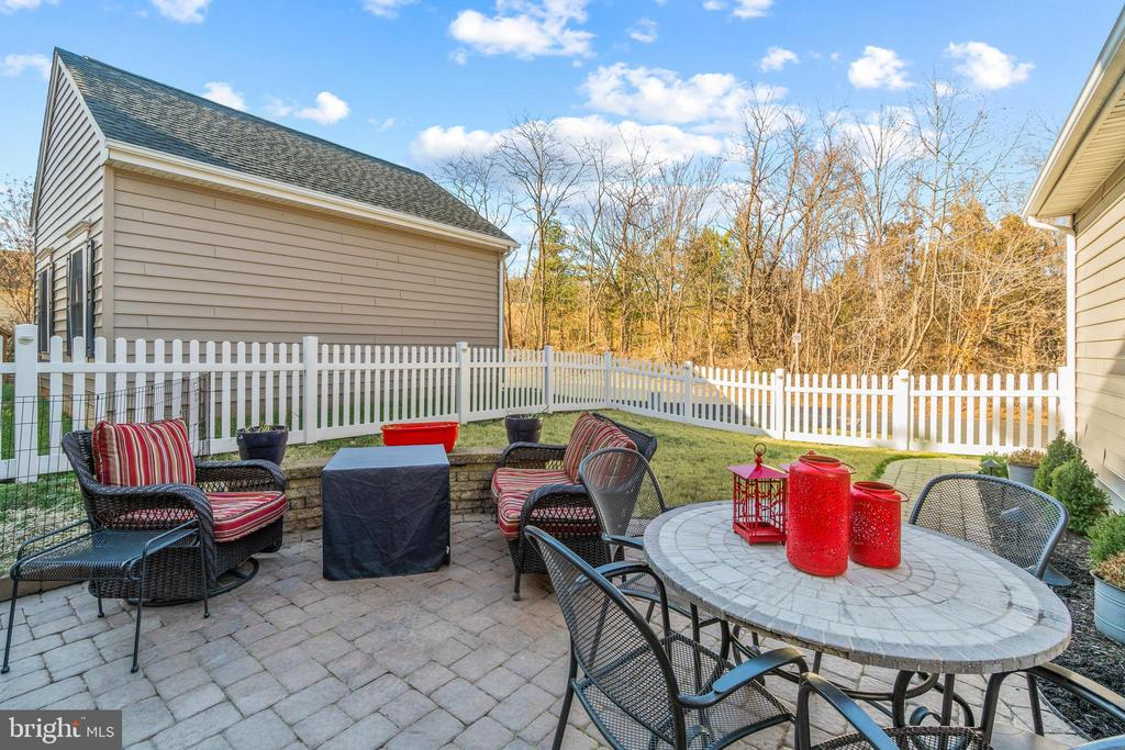 Patio Outdoor Entertainment are - 11924 RICKETTS BATTERY DR, BRISTOW