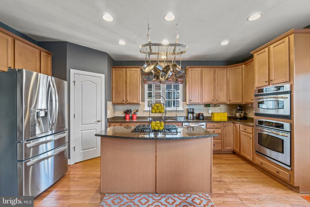 Kitchen with Pantry and Food Prep areas - 11924 RICKETTS BATTERY DR, BRISTOW
