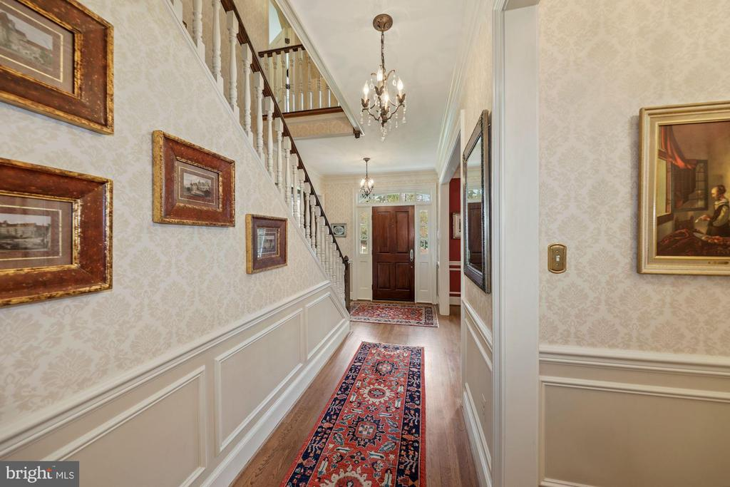 Chair rail/Box molding/Crown molding - 1901 ALLANWOOD PL, SILVER SPRING