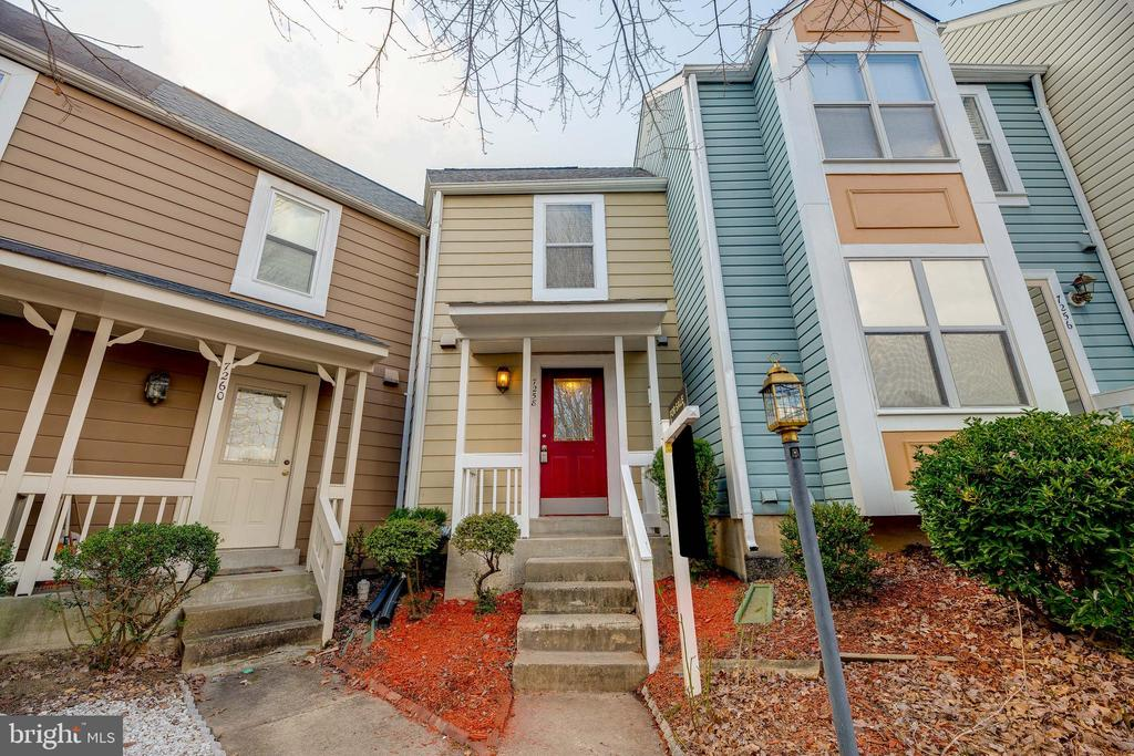 Welcome home to 7258 Liver Pool Ct! - 7258 LIVERPOOL CT, ALEXANDRIA