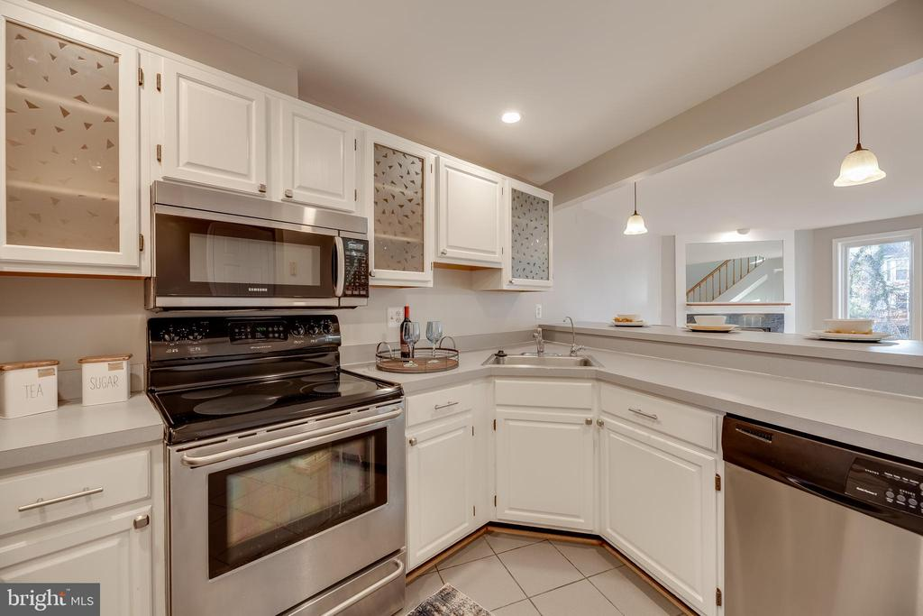 Kitchen with refreshed cabinets & recessed lights - 7258 LIVERPOOL CT, ALEXANDRIA
